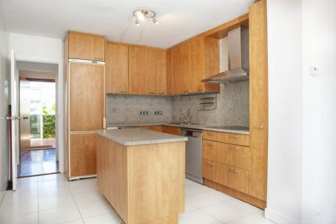 013-Kitchen_m